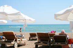 Playa asoleada fotografía de archivo libre de regalías