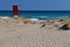 Playa asoleada en Grecia Fotos de archivo