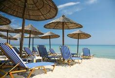 Playa asoleada vacía Imágenes de archivo libres de regalías