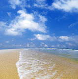 Playa azul Fotos de archivo libres de regalías