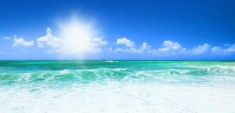 Playa azul hermosa Fotografía de archivo
