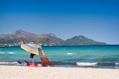 Playa azul prístina del océano Imagenes de archivo