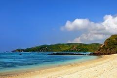 Playa azul tropical Imágenes de archivo libres de regalías