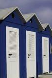 Playa azul y blanca de la cabina en Rímini, mar adriático Fotografía de archivo libre de regalías