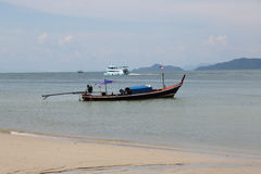 Playa, barco tailandia Imágenes de archivo libres de regalías