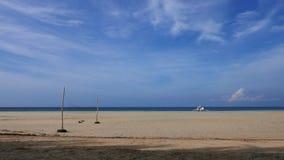 Playa blanca de la arena de Camotes