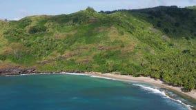 Playa blanca de la arena en la isla de Marquesas almacen de video