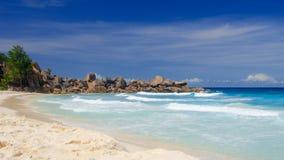Playa blanca de Seychelles Fotos de archivo libres de regalías
