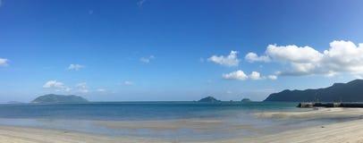 Playa blanca hermosa de la arena Fotos de archivo libres de regalías