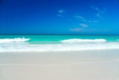 Playa blanca perfecta Fotos de archivo libres de regalías