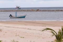 Playa blanca tropical de la arena Fotos de archivo