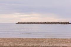 Playa blanca tropical de la arena Foto de archivo libre de regalías