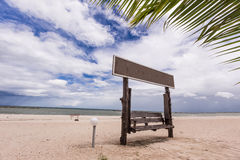 Playa blanca tropical de la arena Imagenes de archivo