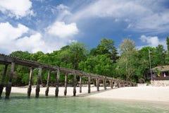 Playa blanca tropical hermosa de la arena fotografía de archivo