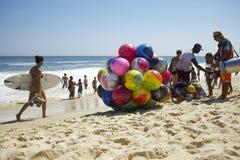 Playa brasileña Rio de Janeiro de Ipanema de las personas que practica surf Fotografía de archivo libre de regalías
