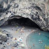 Playa calabresa de Italia en la roca del arcomagno Imágenes de archivo libres de regalías
