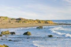 Playa Cambria California de Piedras Blancas Fotos de archivo