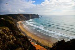Playa cerca de Nazare, Portugal Fotos de archivo libres de regalías