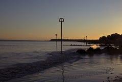 Playa Christchurch Dorset de Avon de la puesta del sol fotografía de archivo