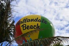 Playa colorida de Hallandale, torre de agua de la Florida Fotografía de archivo