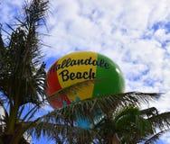 Playa colorida de Hallandale, torre de agua de la Florida Fotografía de archivo libre de regalías