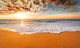 Playa colorida del océano Foto de archivo libre de regalías