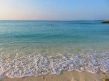 Playa con amor travelling Imagenes de archivo