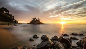 Playa con el cielo hermoso Fotos de archivo
