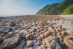 Playa con el mar de piedra y tropical Foto de archivo libre de regalías