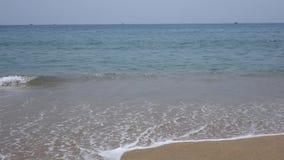 Playa con la onda del mar metrajes