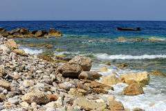 Playa con las rocas hermosas, pintorescas Fotografía de archivo libre de regalías