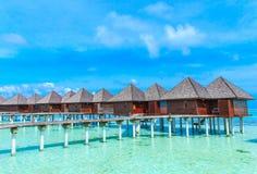 Playa con Maldivas imagenes de archivo
