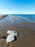 Playa congelada del mar Fotos de archivo libres de regalías