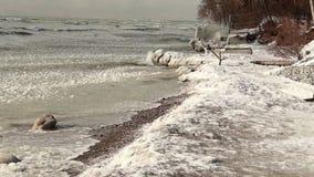 Playa congelada en el invierno