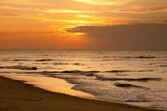 Playa crepuscular fotografía de archivo