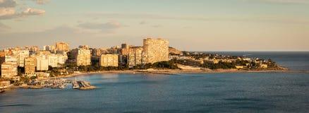 Playa De圣胡安,阿利坎特,西班牙全景  在好的日落期间 免版税库存图片