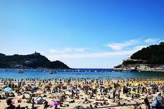 Playa de在一个美好的夏天下午的la Concha San Sebastian西班牙 库存照片