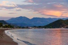 Playa de Adrasan en la salida del sol Turquía Imágenes de archivo libres de regalías