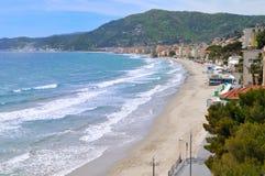 Playa de Alassio, Liguria, Italia Imagenes de archivo