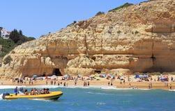 Playa de Algarve en el área Portugal de Benagil Fotos de archivo