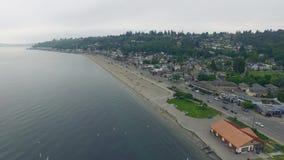 Playa de Alki en Seattle en la hora de luto temprana pacífica almacen de video