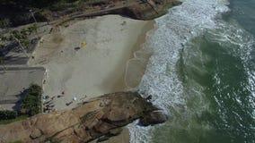 Playa de Arpoador, playa del ` s del diablo, distrito de Ipanema de Rio de Janeiro Brazil metrajes