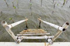 Playa de bambú por el mar Imagenes de archivo