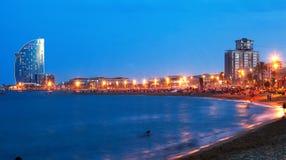 Playa de Barceloneta en noche de verano Barcelona imagen de archivo libre de regalías