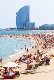 Playa de Barceloneta en verano en Barcelona foto de archivo libre de regalías