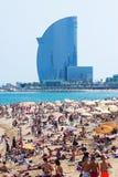 Playa de Barceloneta y hotel de W Barcelona fotografía de archivo libre de regalías