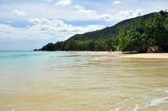 Playa de Beau Vallon, islas de Seychelles imagenes de archivo