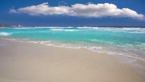 Playa de Cancun en Riviera del Caribe Maya Mexico metrajes