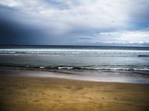 Playa de Cantabric en España Imágenes de archivo libres de regalías