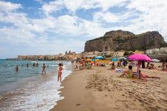 Playa de Cefalu Foto de archivo libre de regalías